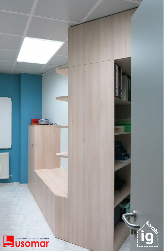 mueble de diseño en Vitoria : imagen desde acceso