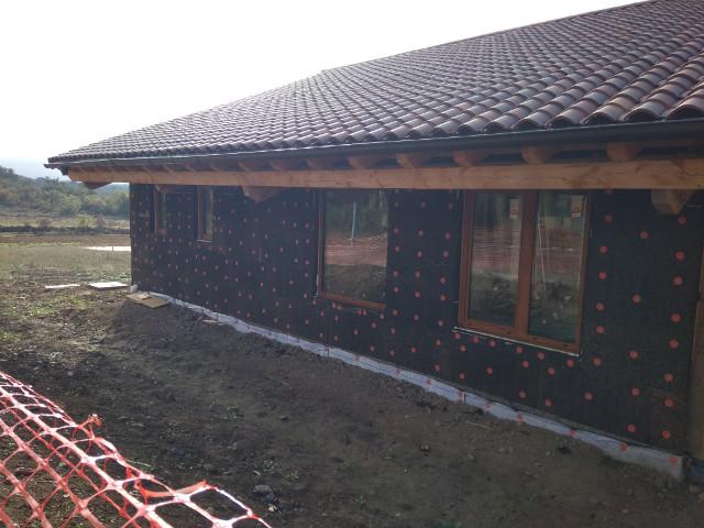 Paneles de corcho negro para una casa pasiva en bioconstrucción para cubrir con morteros de cal