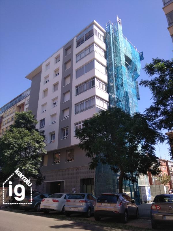 Fachada Oeste del edificio, una muestra de SATE en Vitoria - Gasteiz